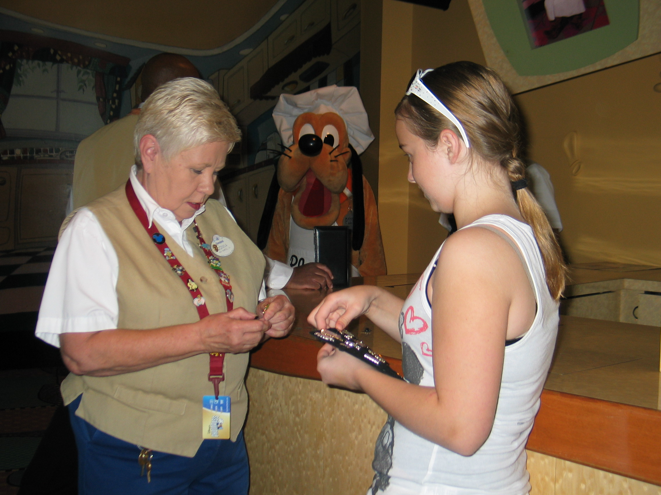 25701b1a9f9b Sarah trading pins before our Character breakfast at Goofy s Kitchen